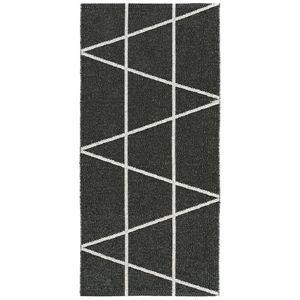 """Image of   Horredsmattan Plastiktæppe """"Plastic Viggen"""" - 70 x 150 cm - farve: sort/hvid"""