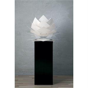 Image of   Dyberg-Larsen Pineapple bordlampe i hvid fra Frank Kerdil - Ø 35 cm